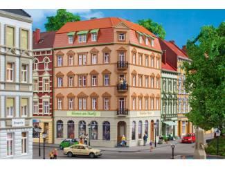 1144Auhagen HO 11447 Hoekhuis Schmidtstrasse 10 - Modeltreinshop