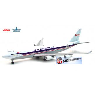 Schuco 3551616 Boeinig 747-400 Thai International - Modeltreinshop