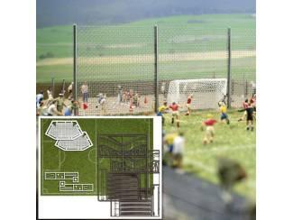 Busch H0 1052 voetbal grasmat met goals en tribunes - Modeltreinshop