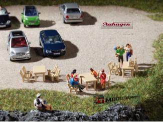 Auhagen H0 41607 8 Houten Tafels en 40 Houten Stoelen - Modeltreinshop
