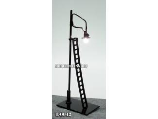 L-0043 N - Lantaarnpaal Met Ladder 6V - Modeltreinshop