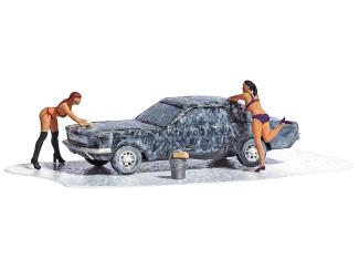 Busch H0 aktie set 7824 Car Wash 2 vrouwen in bikini die een auto wassen - Modeltreinshop