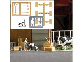 Busch H0 7932 aktie set Boerin voedt een kalf met de melkfles - Modeltreinshop