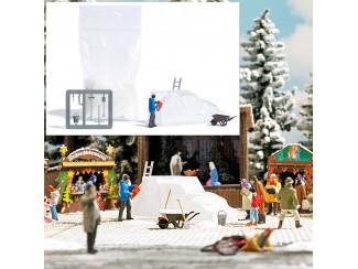 Busch H0 7857 IJssculptuur man met kettingzaag en ijsbeeld - Modeltreinshop